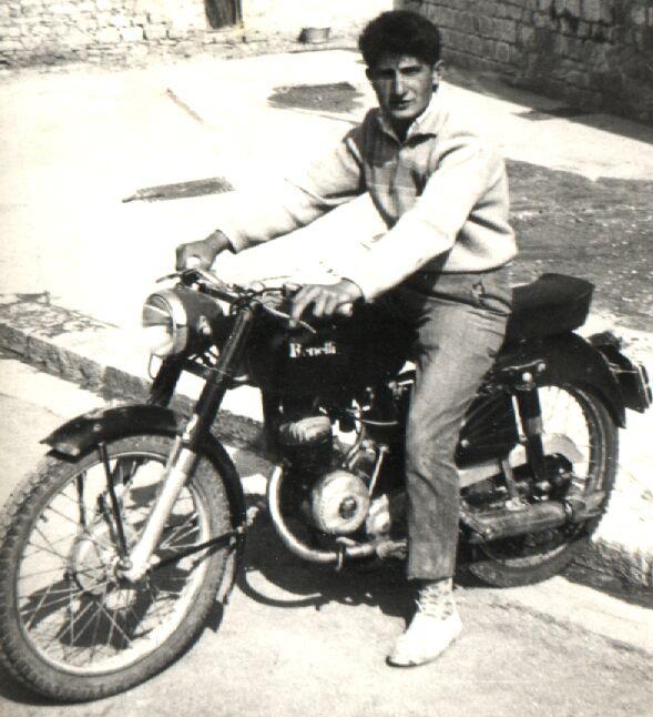 Nunzio Fazioli sopra la sua motocicletta